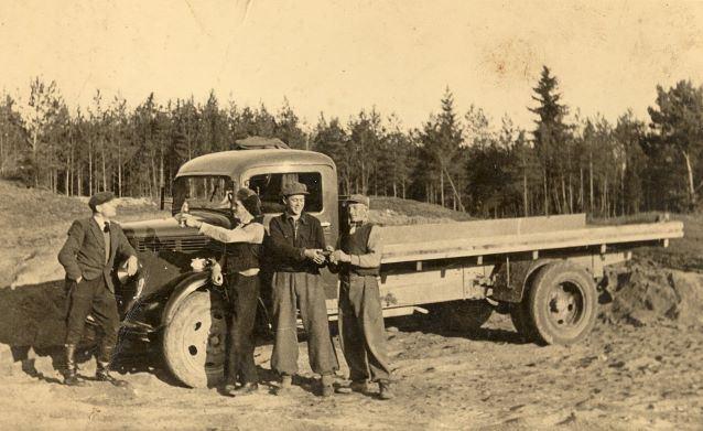 """Aiviekstes spēkstacijas grantsbedrēs """"Raviņās"""". 1939.gada 22.oktobris. Foto autors nav zināms"""