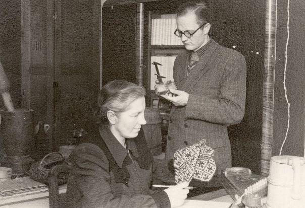 3.Muzeja direktore Elza Rudenāja un zinātniskais līdzstrādnieks Vladislavs Urtāns. 1953.g. Foto no Madonas muzeja krājuma.