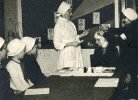 Vidusskolēnu apmācības pirmās palīdzības sniegšanā. 1969.gads