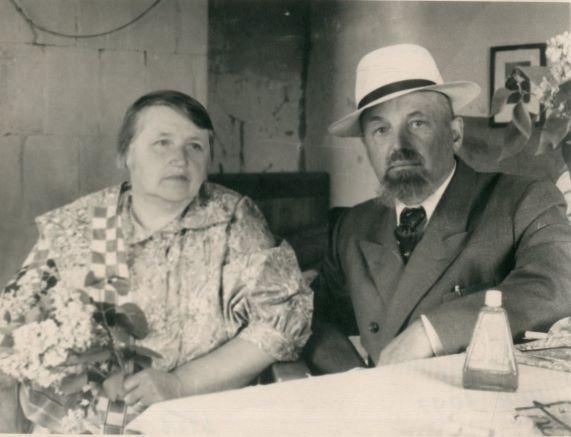 Lidija Keplere Skrīveros kopā ar brāli Andreju Kepleru 1958.gads