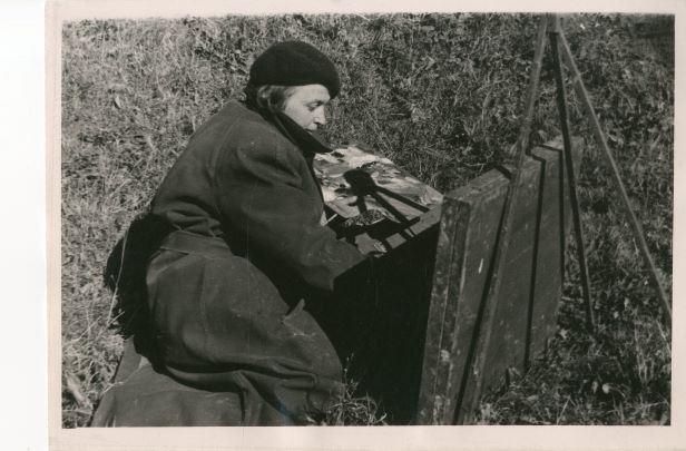 Gleznotāja Marianna Peilāne Madonas apriņķis. Foto Maršāns, 1959