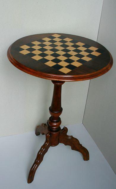 Šaha galdiņš, piederējis Pāvulam Jurjānam. To visai bieži spēlējuši profesors P. Jurjāns ar profesoru A. Dauguli
