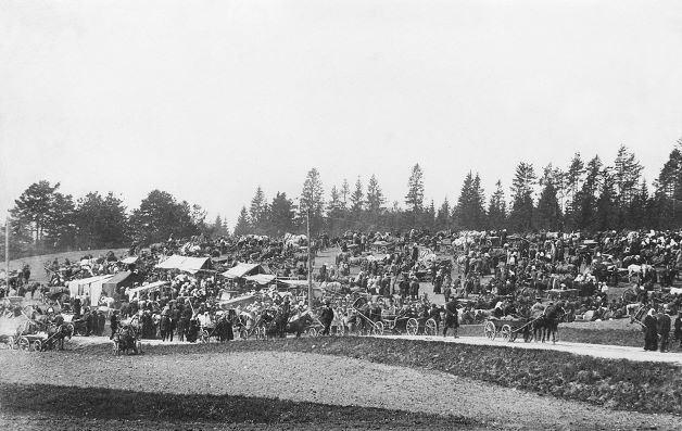 Tirgus Madonā. 20.gadsimta sākums. Foto autors nav zināms