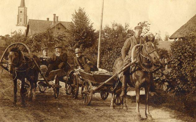 Kungi ratos Lubānā. 1920.gadi. Foto autors nav zināms