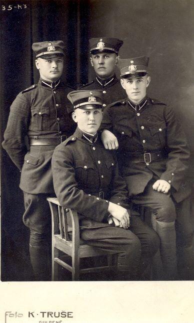 Hugo Birķis ar dienesta biedriem Latvijas armijā 1930.gadi. Foto autors: K.Truše